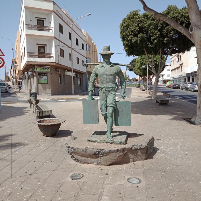 El Aguador Sculpture Puerto del Rosario Fuerteventura