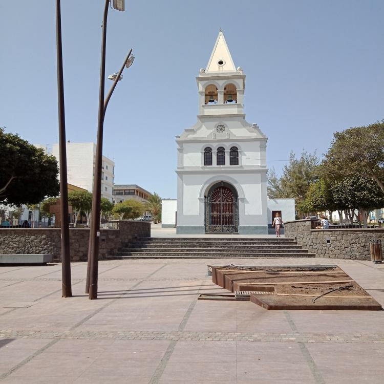 Our Lady of the Rosary Church Parroquia de Nuestra Señora del Rosario
